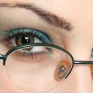 Conheça os truques de maquiagem para quem usa Óculos